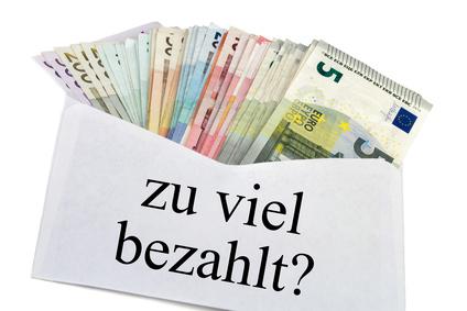 Briefumschlag mit zu viel bezahlt geschrieben